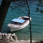 В озеро вход на яхтах запрещен, но есть свои лодочки